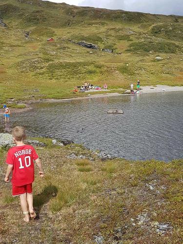 Slik gjekk turen til Lars Ola Vatnet med Barnas Turlag