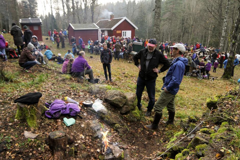 Det var mange som hadde tatt turen for å få med seg åpningen av den gamle husmannsplassen på Dølerud.