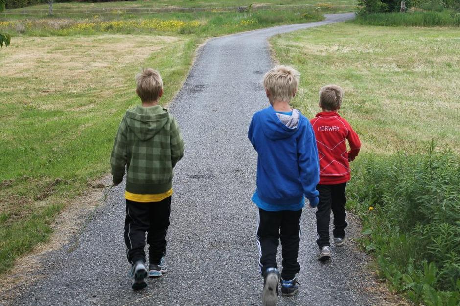 Tre gode venner med full fart mot Inger Anne løypa.