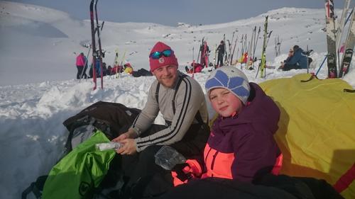 Vintertur på Hallingskeid 2016 - Grilling ved pølsevannet.