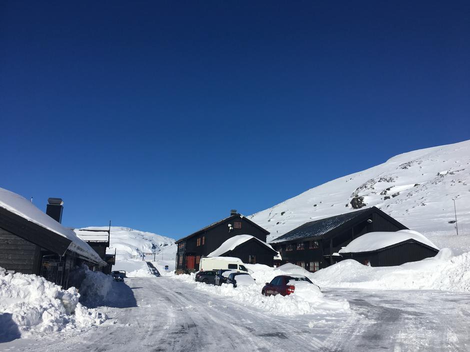 Legg påsken til Haukeliseter. Fine forhold for ski og lek.