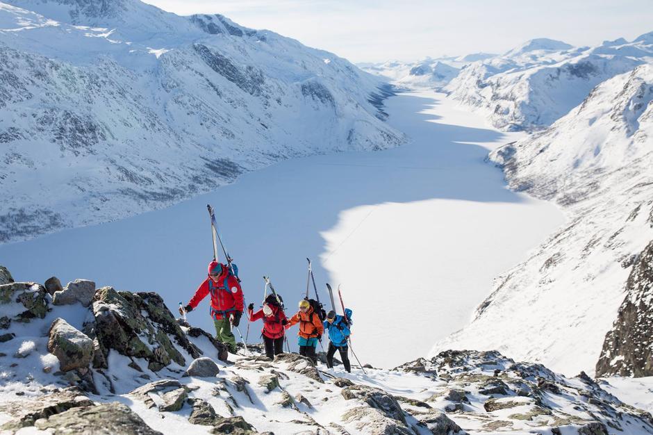 HVITE GLEDER: Gjendeguiden inviterer til en rekke kurs og guida vinterturer fra Gjendesheim.