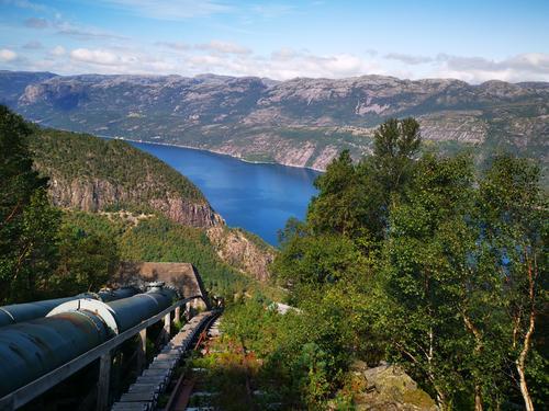 Flørlitrappene; utsikt ut over Lysefjorden. Fantastisk sted, nydelig tur.
