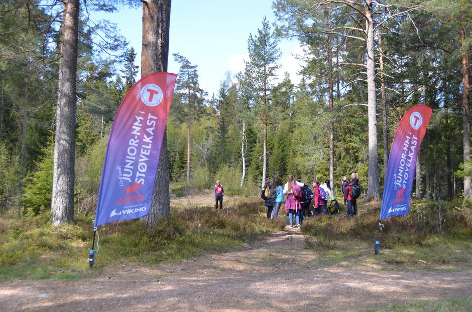Her kunne man utfordre seg selv i støvelkast og kjempe om å bli uoffisiell junior-Norgesmester
