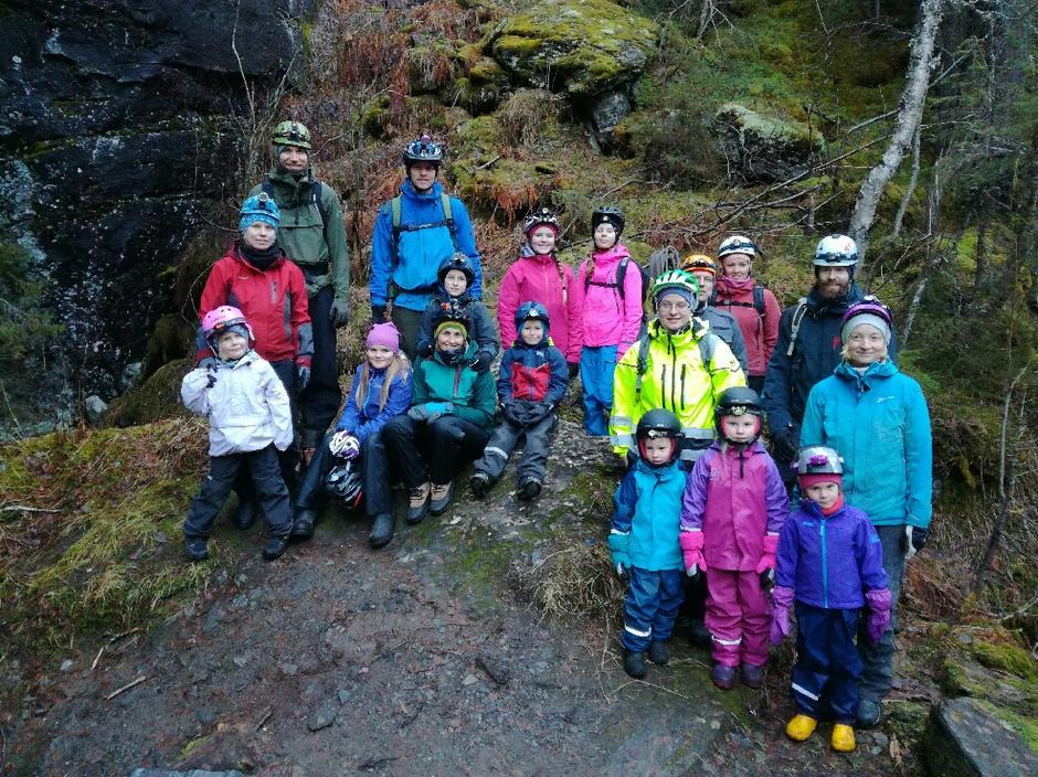 Nitten tøffinger tok søndagsturen inn i fjellet.