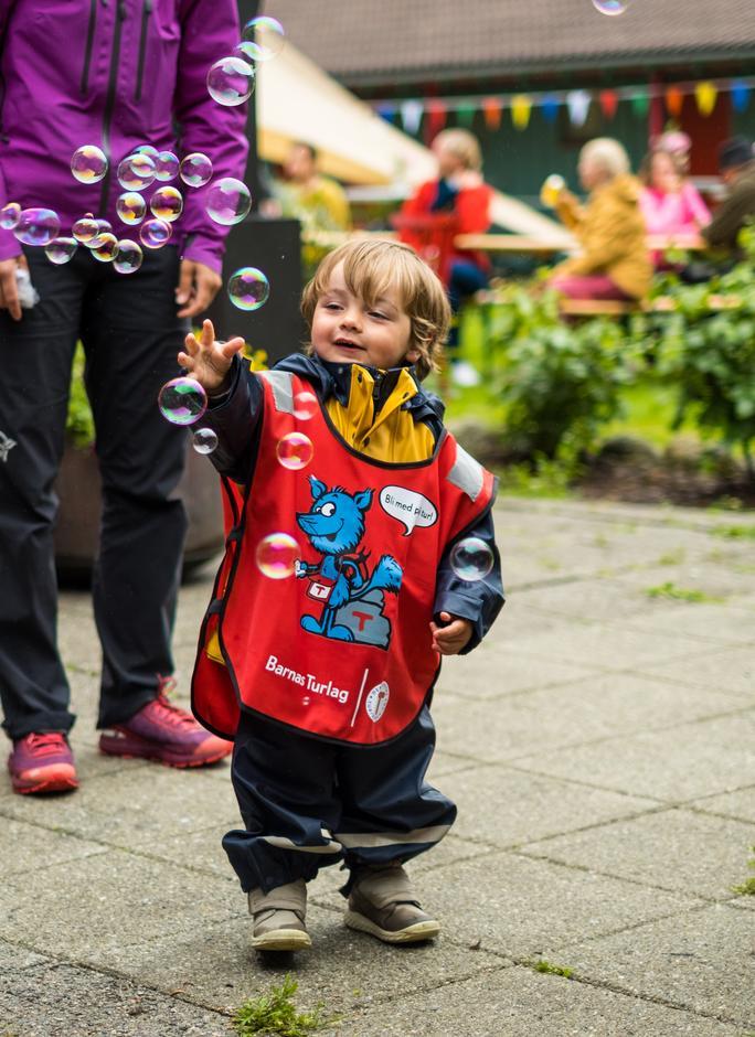 Ved Lysefjorden turisthytte venter det masse lek og moro for alle barn i sommer!