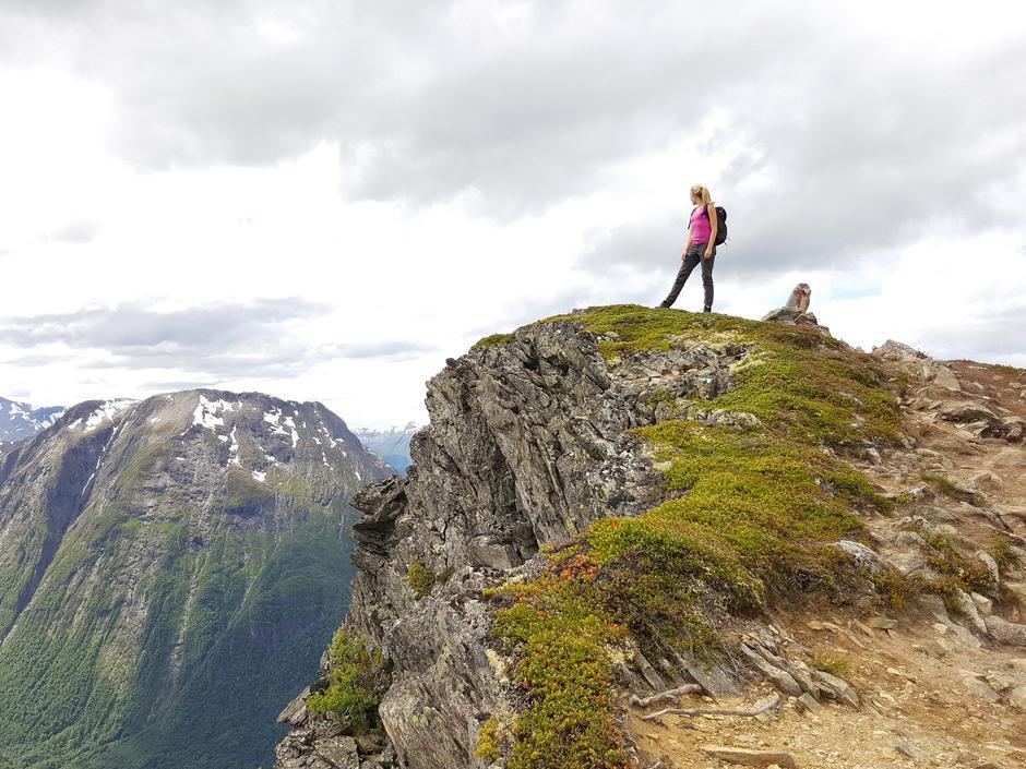 Venjesdalsbu ligger ved foten av Romsdalseggen-