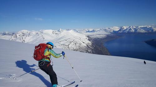 Med godt preppa ski, så blir livet en lek når man kjører deilig sløsh i Juni, nord for polarsirkelen.