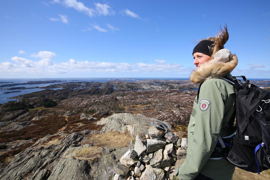 Heidi Reisegg Endal, styreleder i Sotra Øygarden Turlag er godt fornøyd med de gode tilbakemeldingene hun får på Kystpasset..