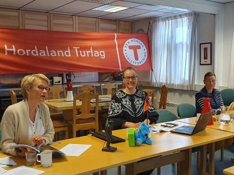 Helene Ødven, Elisabeth Skage og Elisabeth Eide under det digitale årsmøte i Turlaget 28.5.20.