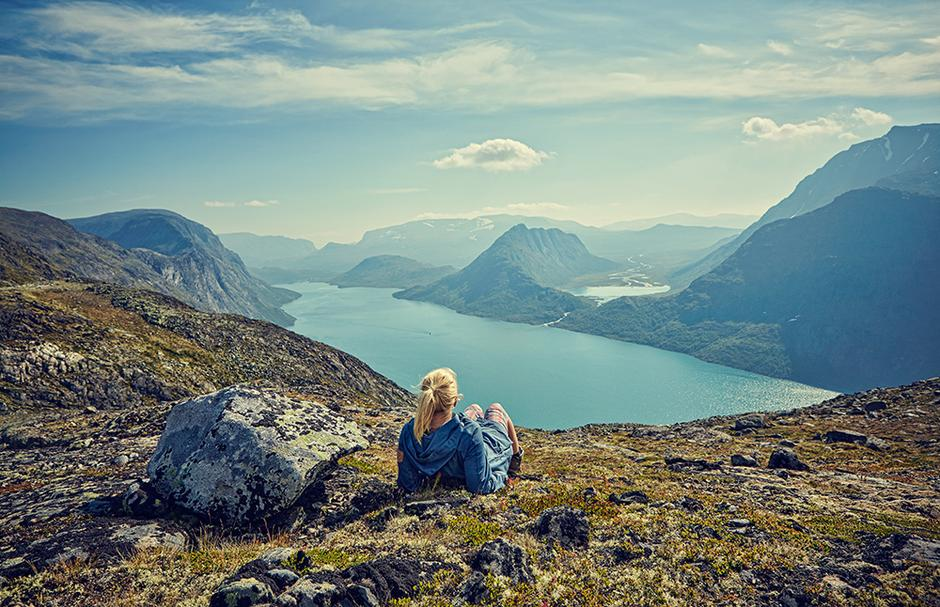 FAIRYTALE: Jotunheimen is Norway's highest and most visited mountain area. Come explore it by foot, boat or skiing!
