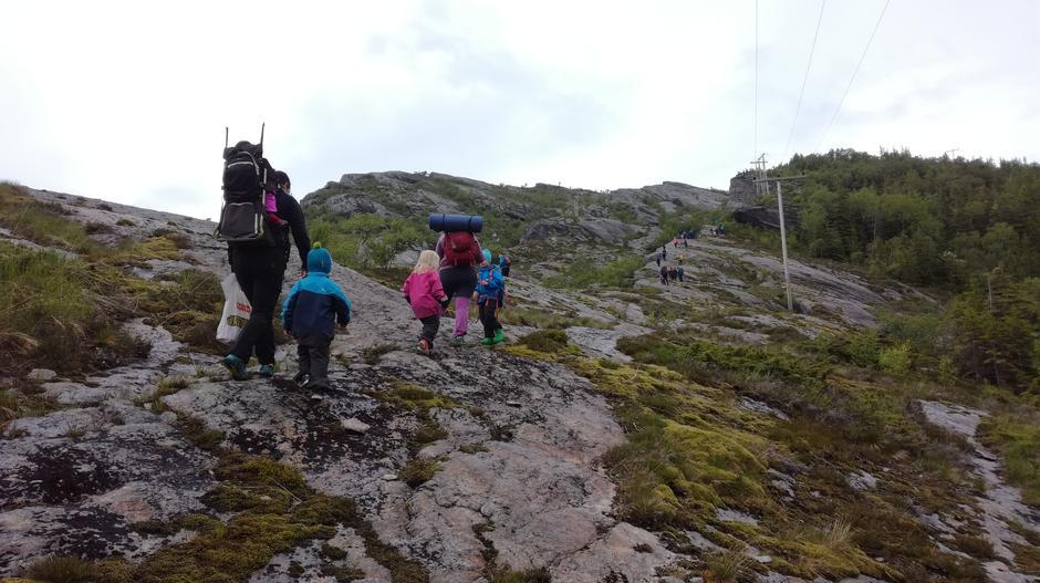 På tur opp mot klatringen.