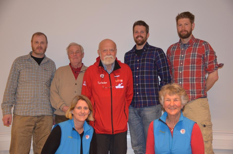 Styret 2016: Fra venstre: Nils Mathisrud, Tor-Herman Næss (nestleder), Einar Skage Andersen (leder), Even Sjølie, Erlend Haaverstad. Foran fra venstre: Trine Hansson og Liv Frøysaa Moe