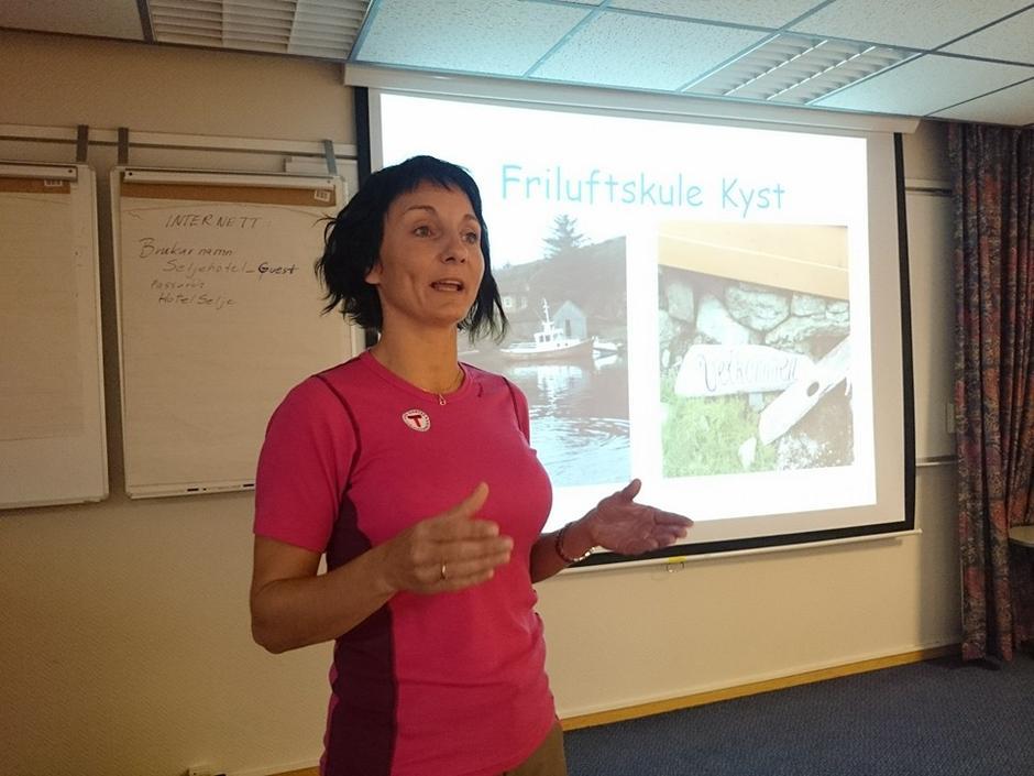Linda M. Hantveit er aktiv foreldre for unggruppa i Ytre Sogn Turlag og hadde innlegg om friluftsskulen dei arr. sist sommar. Det vart ein suksess og dei hausta mykje lærdom i gjennomføringa.