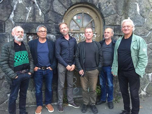 Armar & Bein: Bjørn Inge Kristensen (sang), Tor Egil Jensen (bass), Torstein Kyllevik (trommer), Kim Hansen (perkusjon), Hans Chr. Hansen (perkusjon), Øystein Eldøy (gitar)