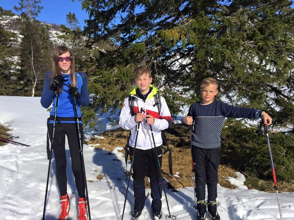 Desse tre på 13, 12 og 10 år var berre heilt rå i skisporet. Premie kan hentast på kontoret til Sogn og Fjordane Turlag.