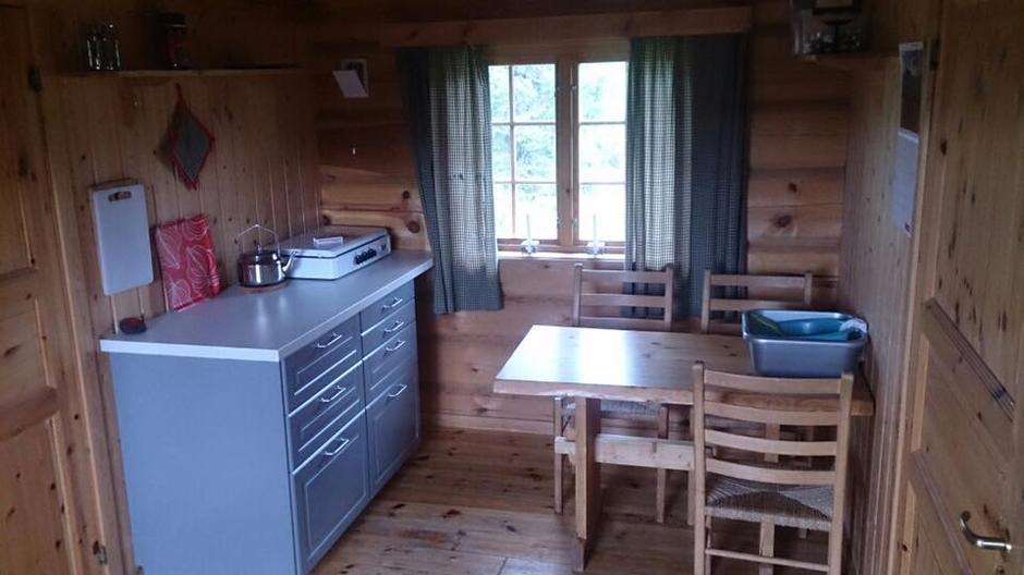 Ny kjøkkenløsning på den ubetjente hytta på Åkersætra i juli 2017.