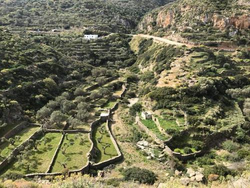 Utsyn over dalen som ender oppe i Apollonia