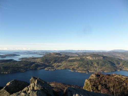 Utsikt mot Randøy mm frå Lauvåsen