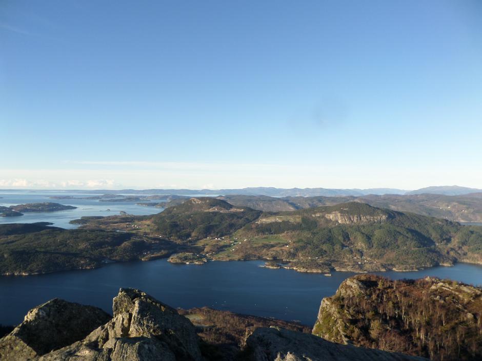 Utsikt mot Randøy fra Lauvåsen