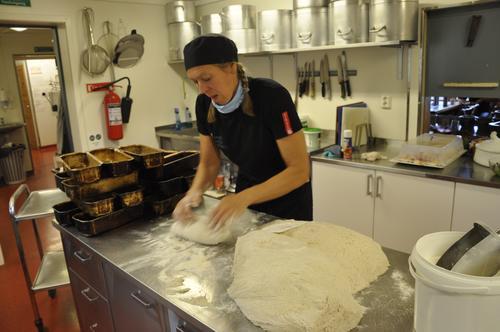 På Bjørnhollia får du alltid heimelaga brød.