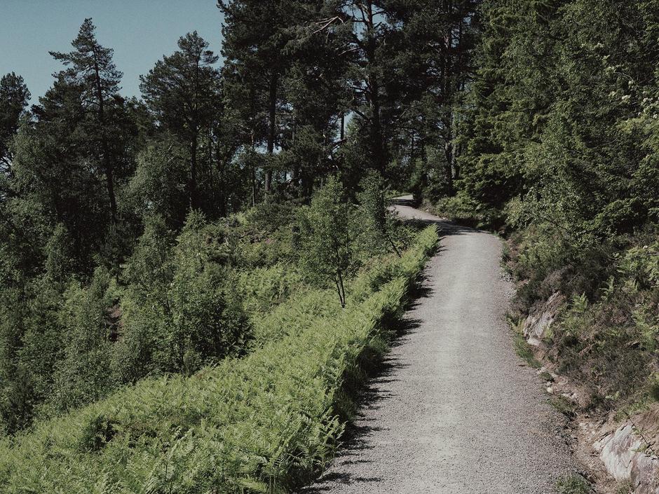 Fra Romsdalsmuseet og Grua er det i overkant av 1 kilometer på gruset tursti.