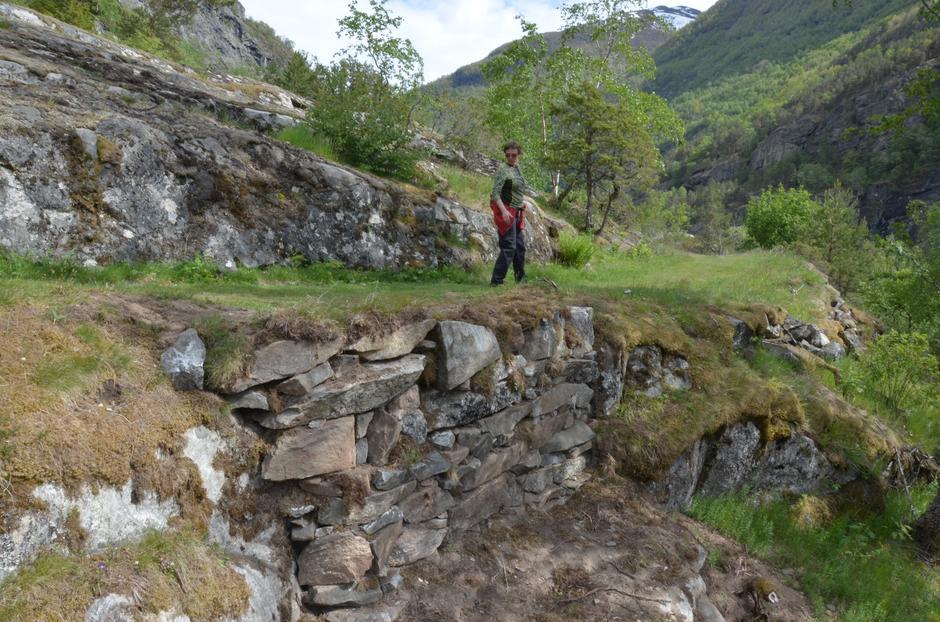 En av de restaurerte murene i Galdane