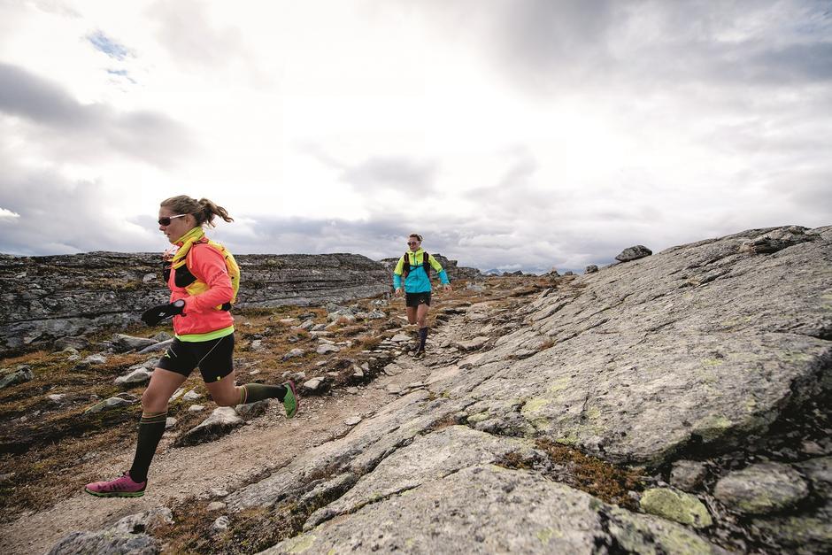 I JEVN FLYT: For noen år siden opplevde Margrete V. Blokhus (t. v.) gleden ved å løpe i fjellet. Siden har hun løpt.