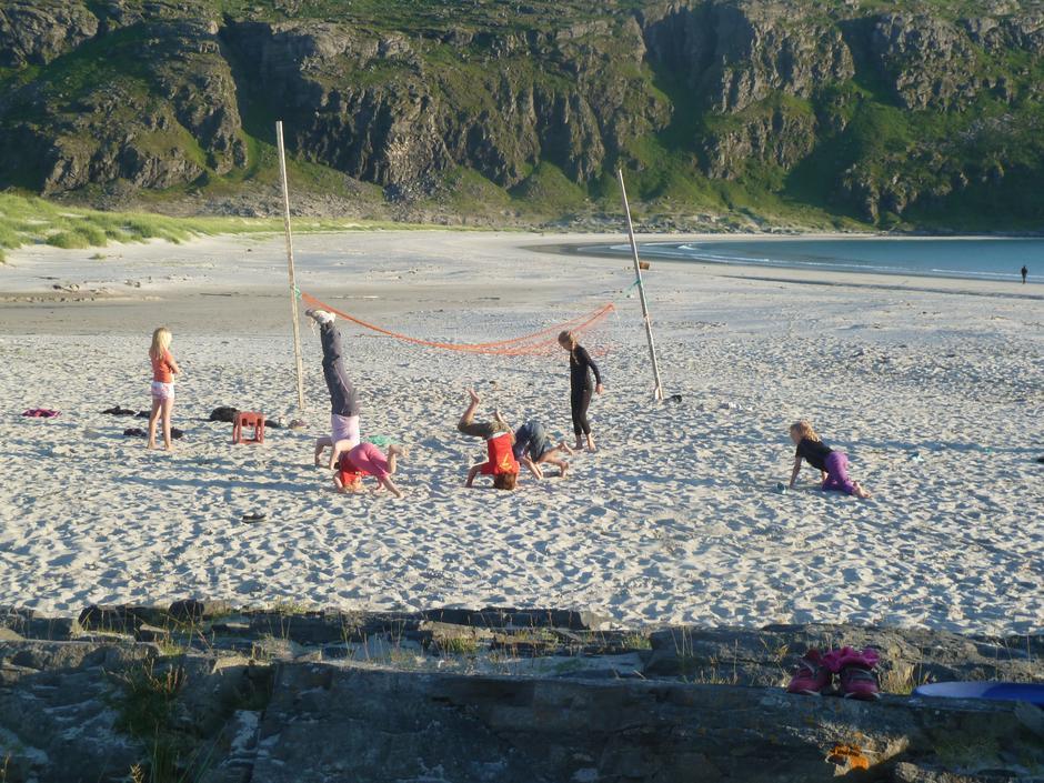 Strandlek på Storsand, Sørøya