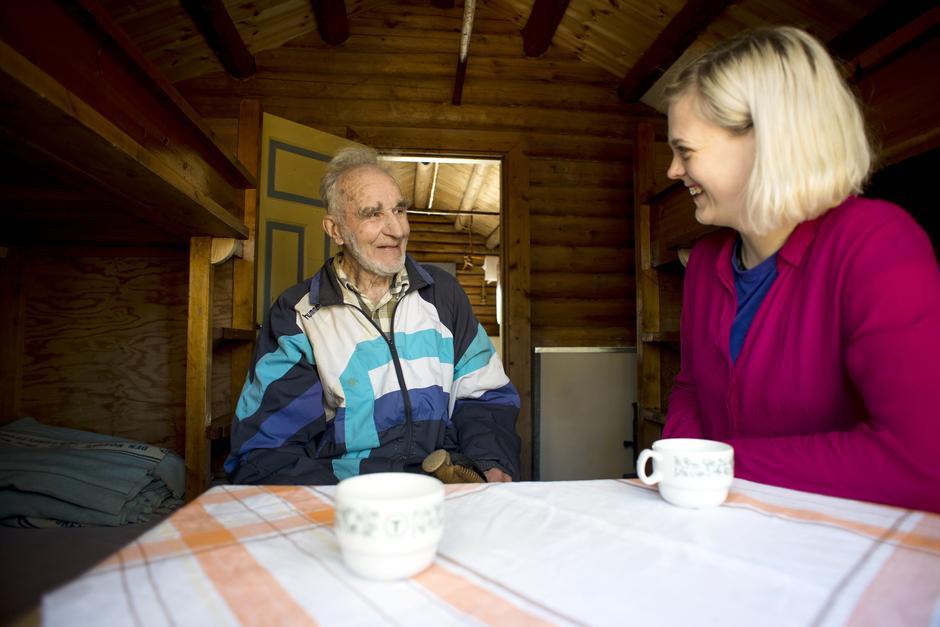 MYE Å SNAKKE OM: Har du gått Norge på langs, er det enkelte ting bare de som har gått samme distanse forstår den hele og fulle dybden av. Bjørn Amsrud og Ingrid Fjellberg har mye å snakke om, selv om det er femti år mellom turene deres.