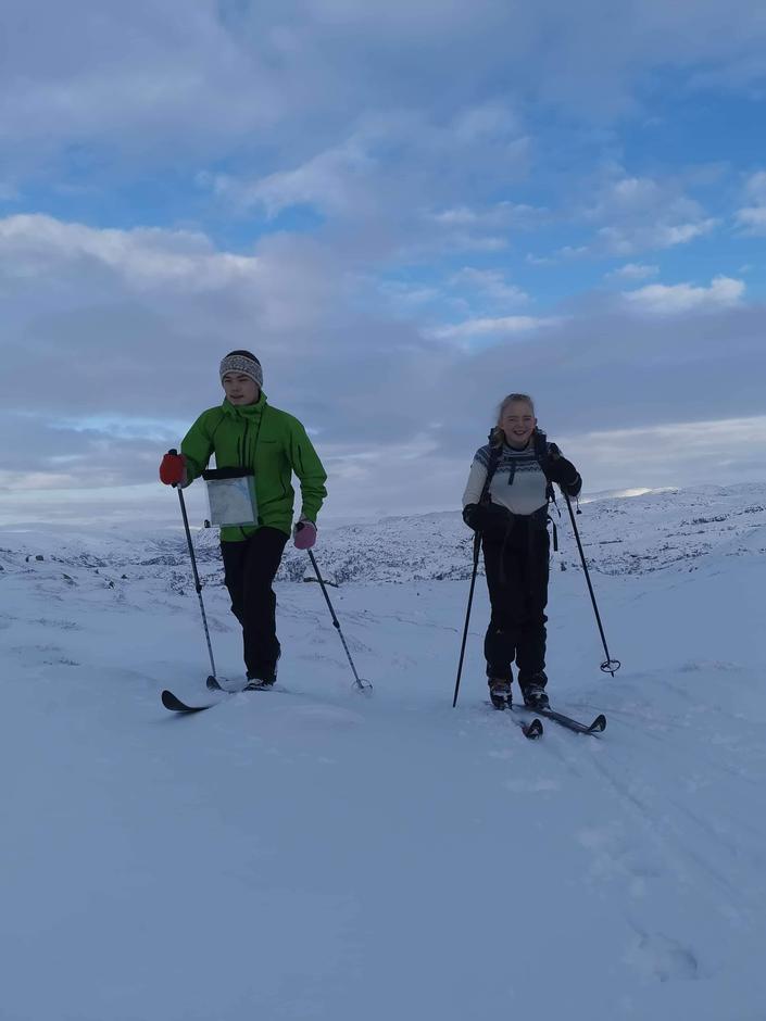 Birk og Tilde tar turen til hyttene både sommer og vinter.