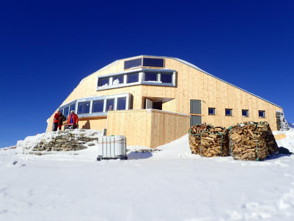 Skålabu turisthytte på Skåla, 1843 moh.