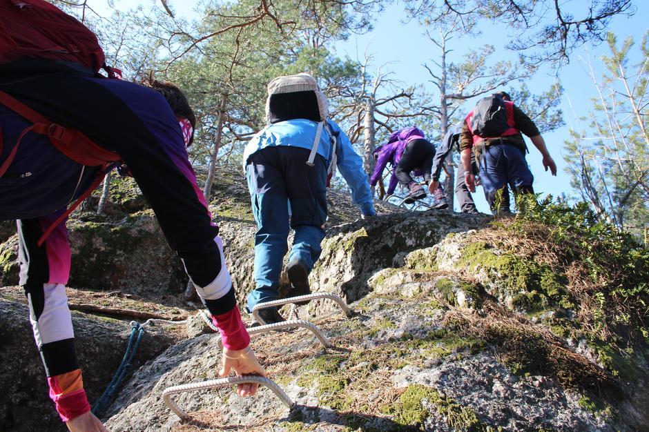 Vi klatrer opp på Fransåsen.