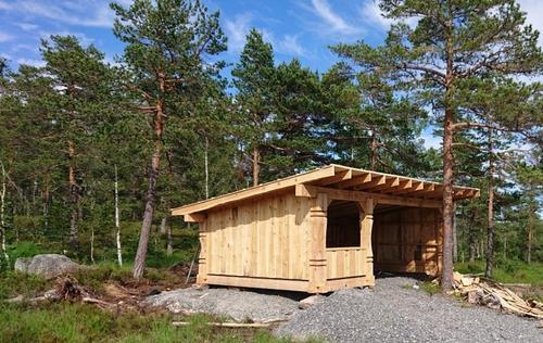 Gapahuken er bygd