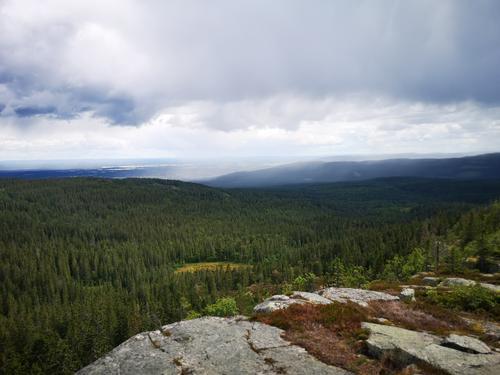 Utsikt i alle retninger fra Kvernsjøberget