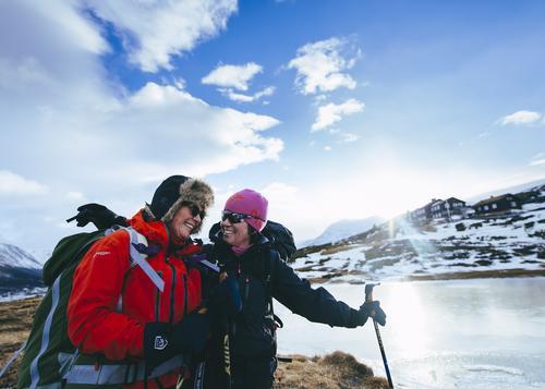 Inger Stalheim Thorsen og Merethe Mihle Hansen gikk medvinds over fjellet til Grimsdalshytta. De kan melde om fine forhold i Rondane.