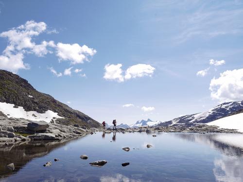 Vandring over Keisarpasset på veg til Skogadalsbøen