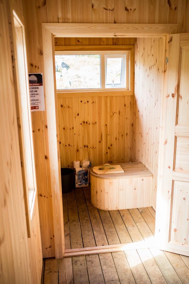 SPLITTER NYTT: Nye Bakken gard har fått et helt nytt toalettbygg.