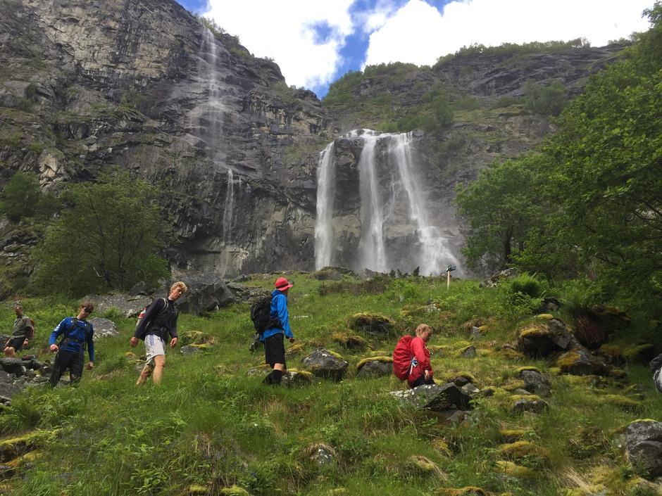 Vakkert i Aurlandsdalen nå! Grønt og mye vann. Dette bildet ble tatt 24. juni 2017.