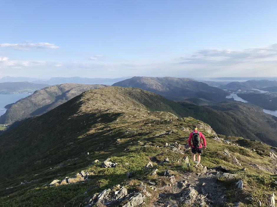 Torsdag 3.6. Os-Viddo. På vei fra Rindafjellet (715 moh) til Midtsæterfjellet (604 moh). Helt nydelig!