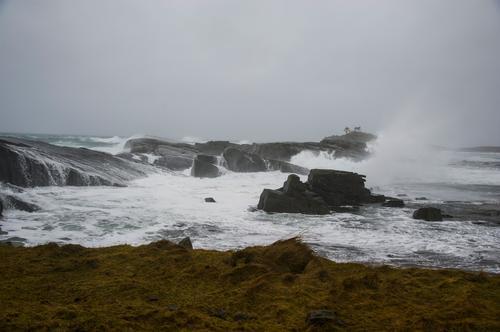 Sterke krefter i store bølger.