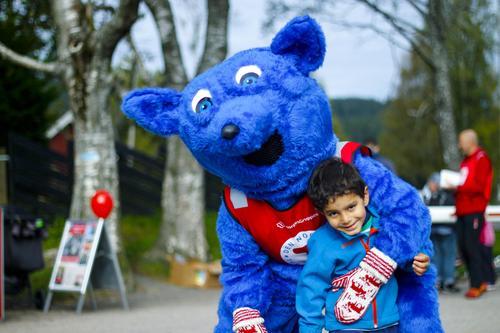 Turbo kommer kanskje  for å hilse på barna.