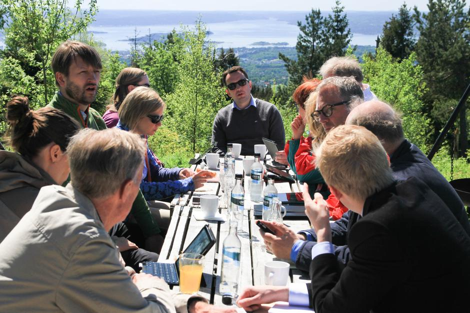 Stian Berger Røsland (H) og resten av byrådet la tirsdagens byrådsmøte til Marka.