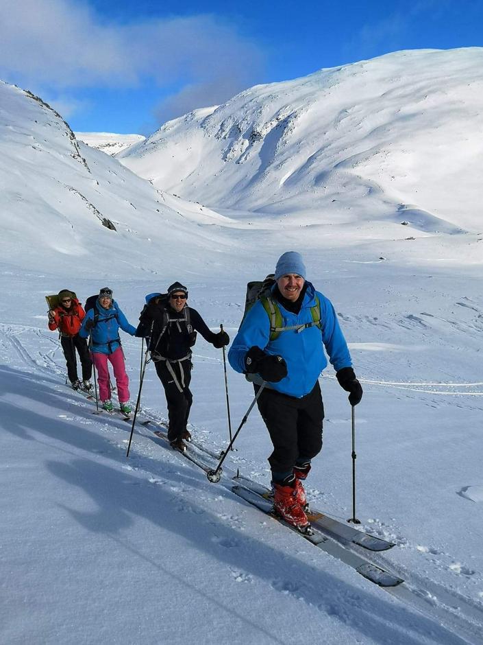 Paul Remi Kvandal (f.h.), Ståle Austrheim, Unni Verlog og Inger Johanne Blikra Egeland i fint driv med Styggevatna i bakgrunnen