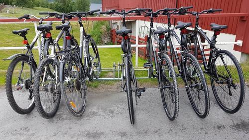 Det står sykler ved Bårdsgarden