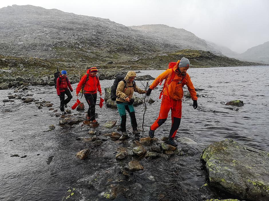 Kryssing av utløpet av Uradalsvatnet