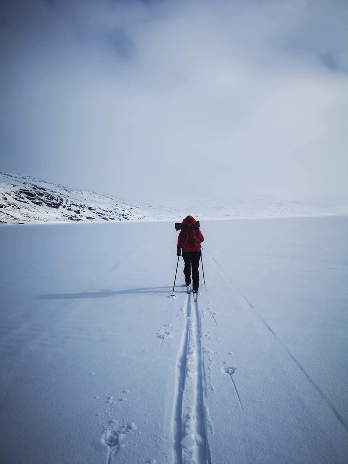 På ski over Torfinnsvatnet