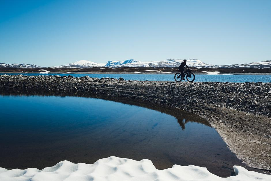 LAV VANNSTAND: Sylsjön er regulert og er til tider sykkelbar i den østre enden.