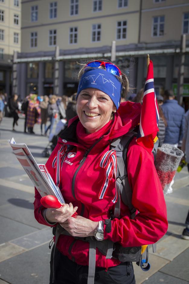 Turleder Kari Kløve. Korrekt antrukket for anledningen.