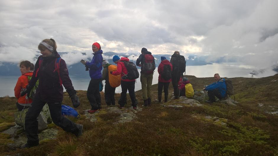 Endeleg litt utsikt på nedstigninga frå Blåfjell mot Indre Torvund